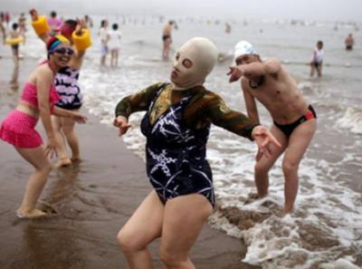海へ来て♪一人息子がクラゲの死...