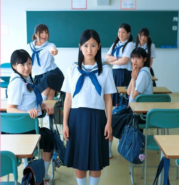 まさかのびんぼっちゃまスタイルだった , 学生服へのボケ