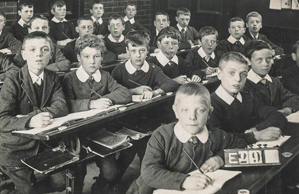 「教室 視線」の画像検索結果