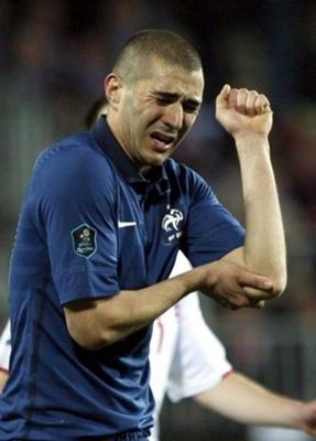 「サッカー 肘の痛み」の画像検索結果