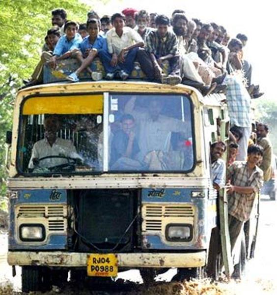「トラックに100人乗ってる画像」の画像検索結果