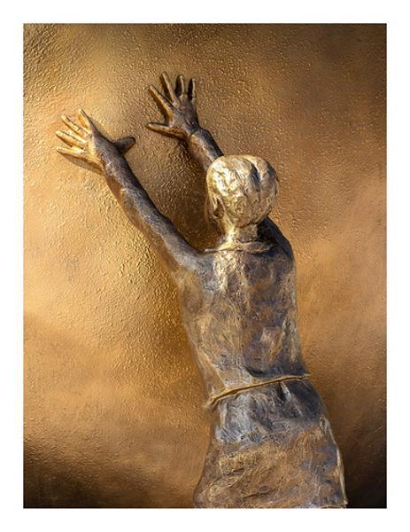 腹具合の限界を内部で支える精霊 - 銅像へのボケ[71894895] - ボケて ...